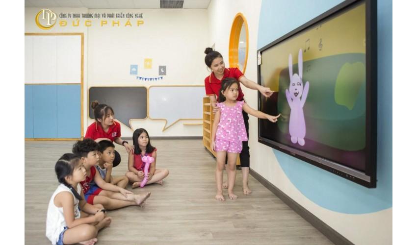 Hệ Trường quốc tế sử dụng màn hình tương tác thông minh ViewSonic